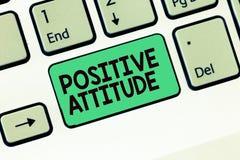 Skriva anmärkningen som visar positiv inställning Affärsfoto som ställer ut vara optimistiskt i liv som ser för bra saker arkivfoto