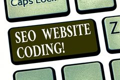 Skriva anmärkningen som visar Seo Website Coding Att ställa ut för affärsfoto skapar platsen i väg för att göra den synligare för arkivbild