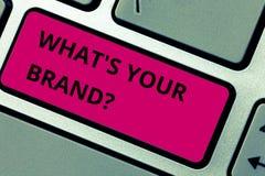 Skriva anmärkningen som visar vilket S ditt märke Att ställa ut för affärsfoto lät oss veta din identitet som en företagsaffär royaltyfri fotografi
