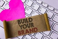 Skriva anmärkningsvisning bygg ditt märke Att ställa ut för affärsfoto skapar din egen logosloganmodell som annonserar e-marknads royaltyfria bilder