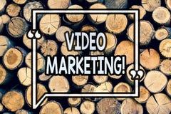 Skriva anmärkningsvisning den videopd marknadsföringen Affärsfoto som ställer ut massmedia som annonserar trämultimediabefordranD arkivbild