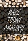 Skriva anmärkningsvisning gör i dag att förbluffa Affärsfoto som ställer ut specialt optimistiskt trä för produktivt ögonblick royaltyfria bilder