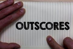 Skriva anmärkningsvisning Outscores Affärsfotoet som ställer ut ställningen mer punkt än andra undersökning, testar rinnande häls arkivfoton