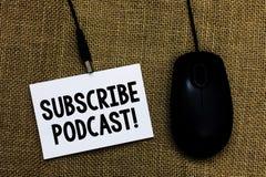 Skriva anmärkningsvisning prenumerera podcasten den Motivational appellen Att ställa ut för affärsfoto gör ett abonnemang direkta royaltyfri fotografi
