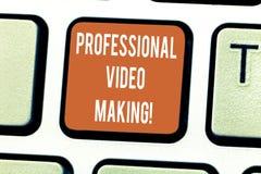 Skriva anmärkningsvisning yrkesmässig videoframställning Affärsfoto som ställer ut Filmmakingbilder som antecknas digitalt av en  royaltyfria bilder