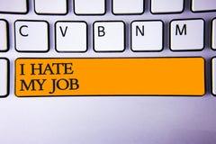 Skriva anmärkningsvisningen hatar jag mitt jobb Affärsfoto som ställer ut hata din position som ogillar din för karriärtangentbor arkivfoton