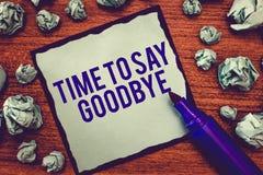 Skriva anmärkningsvisningen Tid för att säga farväl Affärsfotoet som ställer ut bjuda avsked ser så länge att du att bruka oss mö arkivfoton
