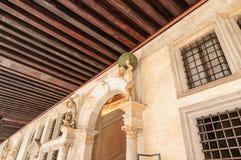Skriva in dogeslotten Venedig Italien Arkivfoton