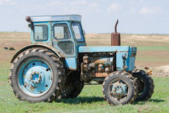 Skriva in en profil på en traktor T-40 Royaltyfri Foto