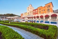 Skriva ett lyxigt sommarvillahotell Amara Dolce Vita Luxury Hotel härlig arkitektur Tekirova-Kemer Turkiet Fotografering för Bildbyråer