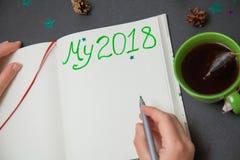 Skriva plan för nytt år min 2018 för att göra listan Arkivfoton