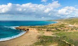 Skrivande in Akamas halvö, Cypern Sikt av den Toxeftra stranden fr Royaltyfria Bilder
