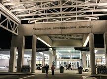 Skrivande in Charleston International Airport Terminal Arkivbilder