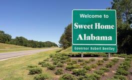 Skrivande in för Alabama för sötsak välkommet tecken för hem- huvudväg väg Arkivfoton