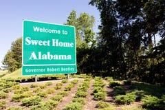 Skrivande in för Alabama för sötsak välkommet tecken för hem- huvudväg väg Fotografering för Bildbyråer