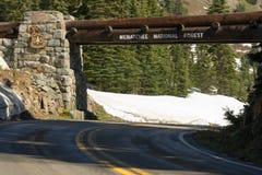 Skrivande in ingång för tecken för service för Wenatchee nationalskogUSA Arkivfoton