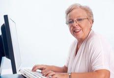 skrivande kvinna royaltyfri fotografi