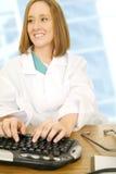 skrivande kvinna för doktor arkivbilder