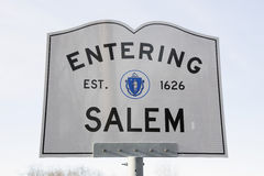 Skrivande in Salem Road Sign, Massachusetts, USA Royaltyfria Bilder