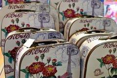 Skrivar vit kanfas ut för bagage åtskilliga kort arkivfoto