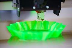 skrivare 3D i handling Arkivfoton