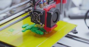 skrivare 3d i process av att skapa den mini- roboten lager videofilmer
