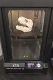 skrivare 3D på skärm på Fuorisalone under Milan Design Week 20 Royaltyfri Foto