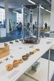 skrivare 3D på skärm på Ventura Lambrate utrymme under Milan Des Royaltyfri Fotografi