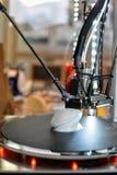 skrivare 3D under arbetsprocess Ny printingteknologi Royaltyfri Bild