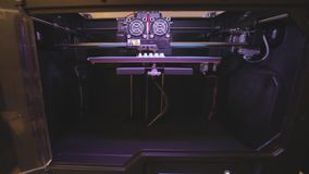 Skrivare för Workflow 3d, processen av att skapa delar på en skrivare 3D arbetsnärbild för skrivare 3d arkivfilmer