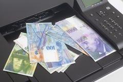 Skrivare och schweizisk franc, valuta av Schweiz arkivfoto