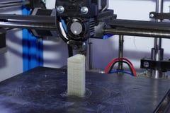skrivare som 3D gör objekt arkivbilder