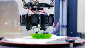 skrivaren 3D utför produktskapelsen Royaltyfri Foto