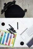 Skrivbord av designstudion royaltyfri foto