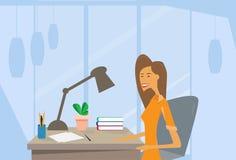 Skrivbord för kontor för arbetsplats för affärskvinna stock illustrationer