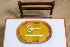 Skrivbord och stol i förträning Royaltyfri Bild