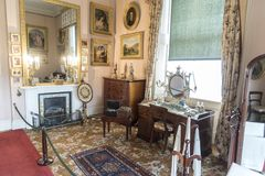 Skrivbordet och spisen i Osborne inhyser ön av wighten arkivfoton