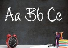 Skrivbordförgrund med svart tavladiagram av att stava för abc Arkivbilder