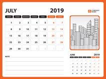 Skrivbordkalendern för den JULI 2019 mallen, den tryckbara kalendern, stadsplaneraredesignmallen, vecka startar på söndag, brevpa stock illustrationer