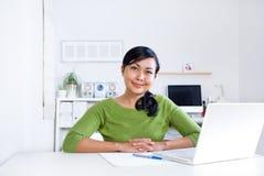 skrivbordkvinna Arkivfoton