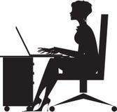 skrivbordkvinnaworking Royaltyfri Bild