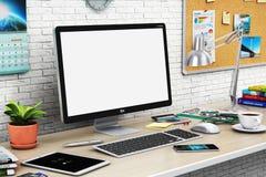 Skrivbords- dator med den tomma skärmen i modern workspace royaltyfri illustrationer
