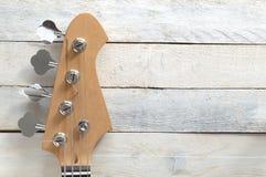 Skrivbords- komponera för inspirerande musiker bas- elektrisk gitarr Royaltyfri Bild