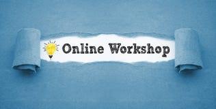 Skrivbordsarbete med den skrynkliga pappers- ljusa kulan och online-seminariet royaltyfri fotografi