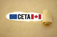 Skrivbordsarbete med det europeiska och kanadensiska avtalet ceta arkivfoto