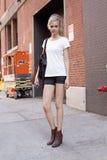 Skriver del josephine del modelo de moda después de un desfile de moda en Nueva York Imagen de archivo libre de regalías