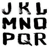 skrivet färgpulver för svart hand för alfabet Arkivbild