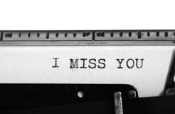 Skrivmaskin Maskinskrivningtext: jag missa dig Royaltyfri Fotografi