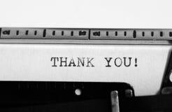 Skrivmaskin Maskinskrivningtext: tacka dig! Arkivfoto