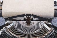 Skrivmaskin med det pappers- arket din avståndstext royaltyfria foton
